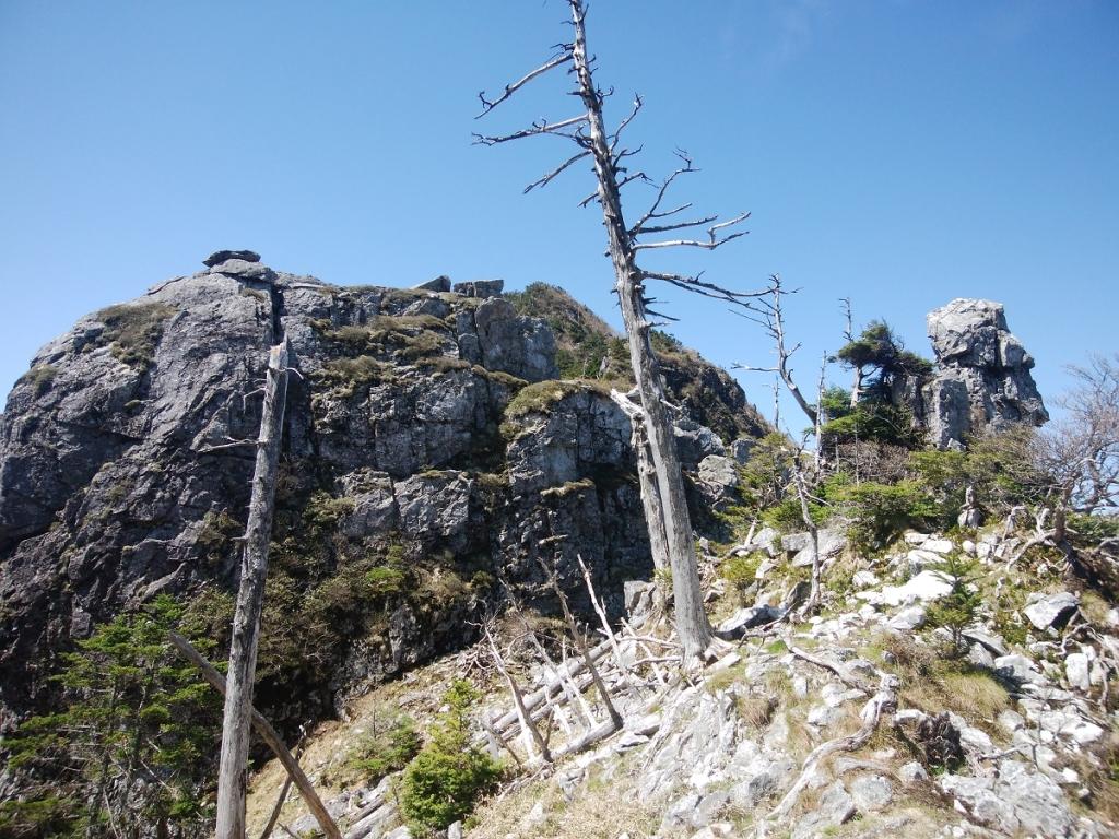 大峰の岩って荒々しいね