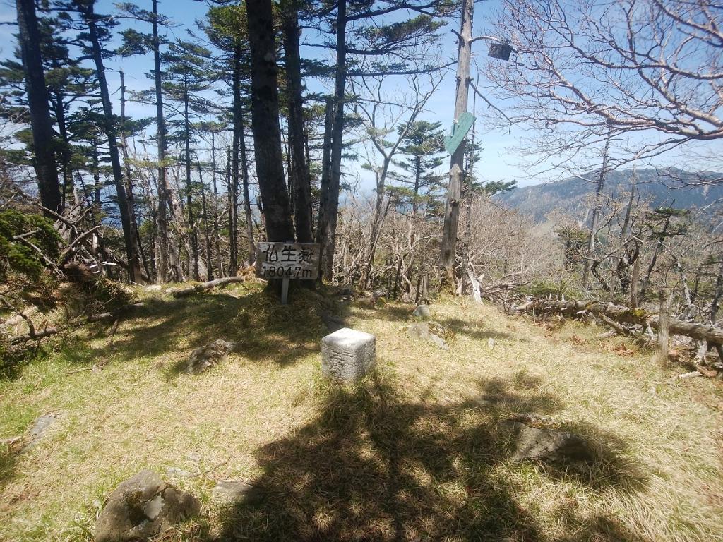 念願の仏生ヶ岳に到着。釈迦から結構歩いてきた