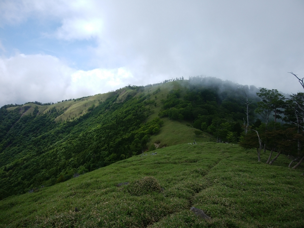 ちょっと青空がでてきたので三津河落山まで行くことにした