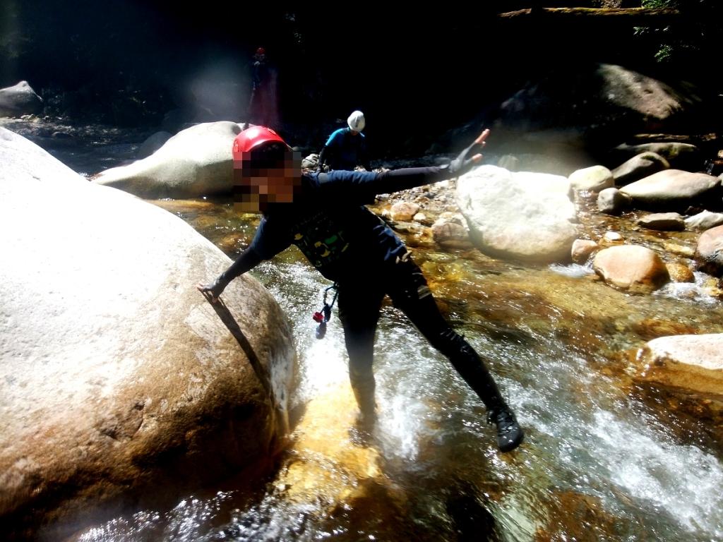 入渓地点に到着。 水に入りはしゃぐこまっちゃん
