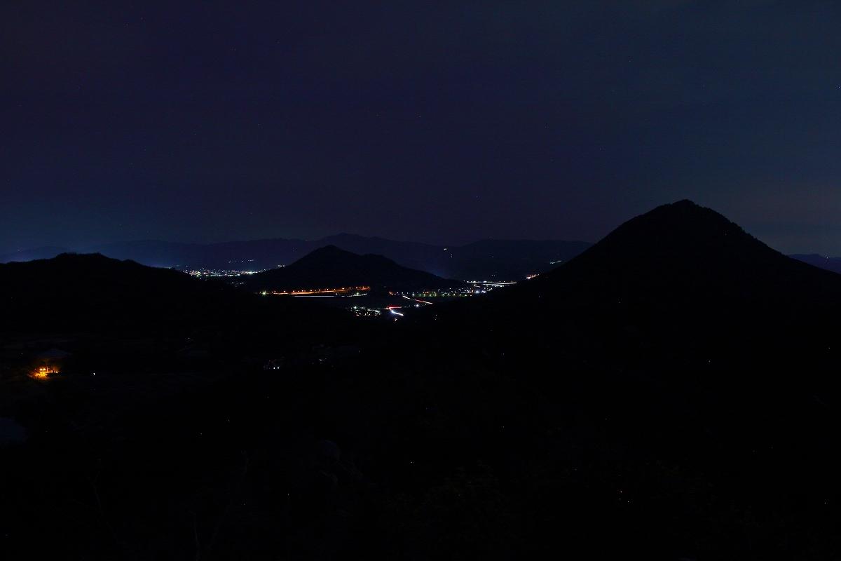 三上山のシルエット